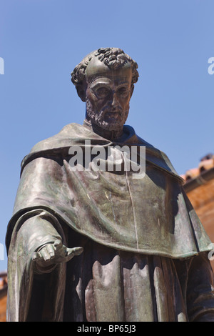 Salamanca, Salamanca Province, Spain. Statue of Augustinian friar Fray Luis Ponce de León 1527 – 1591 by Nicasio - Stock Photo