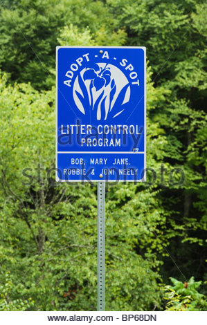 Roadside Litter Usa Stock Photo 53585335 Alamy