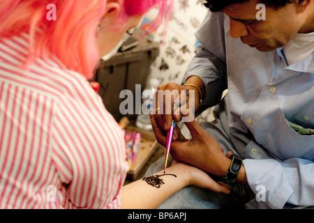 Henna Artist At Work Stock Photo 152497716 Alamy