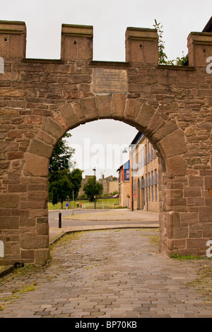 The George Wishart Arch is the last surviving remnant of the old city walls in Dundee situated along the Cowgate, - Stock Photo