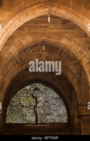 The famous Jali work of the screen in the Sidi Saiyyed Mosque in Ahmedabad, Gujarat, India. - Stock Photo