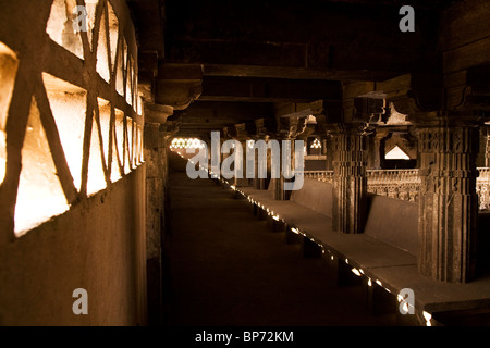 A shaded area within the prayer hall of the Jama Masjid (Friday Mosque) in Ahmedabad, Gujarat, India. - Stock Photo