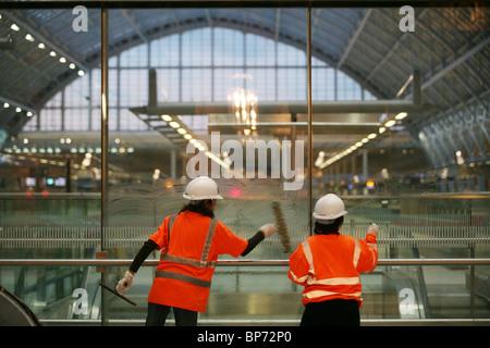 St Pancras railway station London St Pancras st Pancras International central London railway terminus. Photo:Jeff - Stock Photo