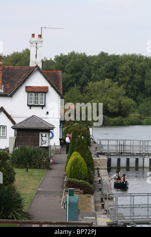 Canoe in a lock on the river Thames, Goring and Streatley, West Berkshire - Stock Photo