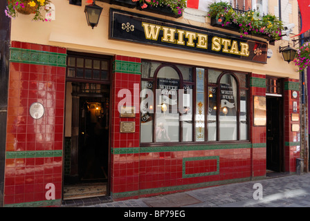 The White Star public house, 2 Rainford Gardens in the Cavern Quarter of Liverpool. The Beatles are said to have - Stock Photo