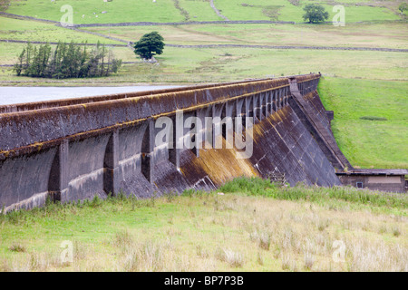 The dam wall of Wet Sleddale reservoir in the Lake District, UK. - Stock Photo