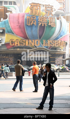 People in front of Hotel and Casino Lisboa, Macao, China - Stock Photo