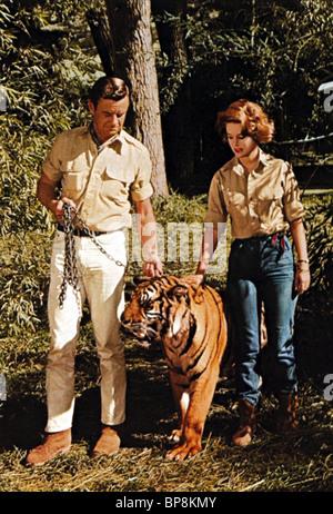 MARSHALL THOMPSON, CHERYL MILLER, DAKTARI, 1966 - Stock Photo
