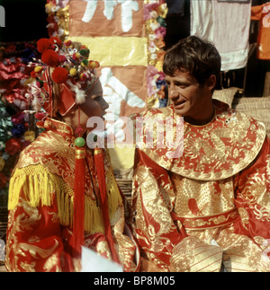 URSULA ANDRESS & JEAN-PAUL BELMONDO UP TO HIS EARS (1965) - Stock Photo