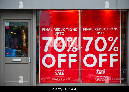 Retailers have to discount heavily in the January sales, Northcotte Road Clapham, London, 8 January 2010. - Stock Photo