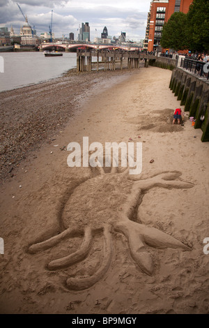 Crab sand sculpture on river Thames beach near Gabriel's Wharf, Southbank, London, England, UK. - Stock Photo