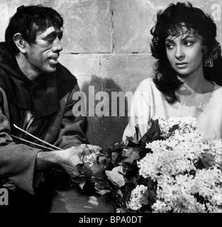 ANTHONY QUINN, GINA LOLLOBRIGIDA, NOTRE DAME DE PARIS, 1956 - Stock Photo