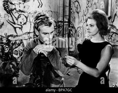 MAXIMILIAN SCHELL & SOPHIA LOREN THE CONDEMNED OF ALTONA; LES SÉQUESTRÉS D'ALTONA; I SEQUESTRATI DI ALTONA (1962) - Stock Photo
