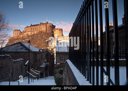 Edinburgh Castle in winter with snow on the ground but under sunshine and blue skies.  Image has a 'period', 'old - Stock Photo