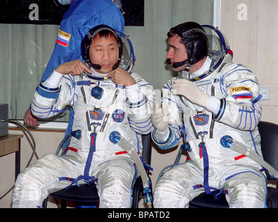 New space crew try on space suits at Baikonur - Stock Photo