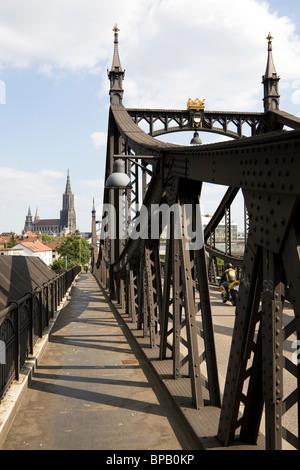Ulm Minster and the Neutorbruecke (New Gate Bridge) in Ulm, Germany.