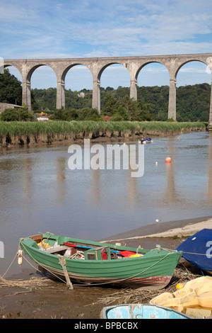 Calstock; railway bridge crossing the river Tamar; Cornwall - Stock Photo