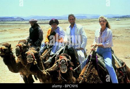 AVNER EISENBERG, DANNY DEVITO, MICHAEL DOUGLAS, KATHLEEN TURNER, THE JEWEL OF THE NILE, 1985 - Stock Photo
