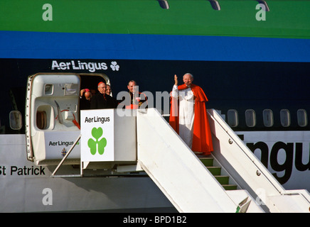 Pope John Paul II waves as he boards Aer Lingus flight at Shannon Airport following his visit to Ireland - Stock Photo