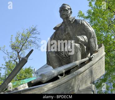 Monument to writer Mikhail Sholokhov unveiled in Moscow - Stock Photo