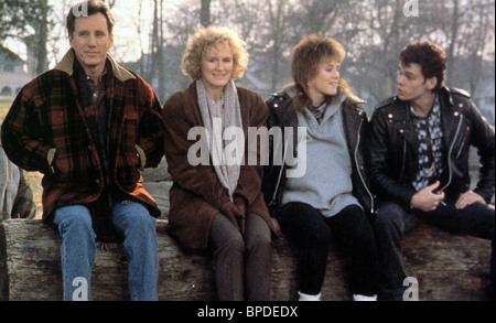 JAMES WOODS GLENN CLOSE MARY STUART MASTERSON & KEVIN DILLON IMMEDIATE FAMILY (1989) - Stock Photo