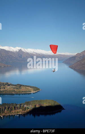 Paraglider, The Remarkables and Lake Wakatipu, Queenstown, South Island, New Zealand - Stock Photo