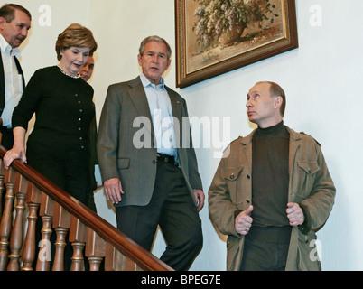 US President George W Bush and Russian President Vladimir Putin hold their final talks in Sochi - Stock Photo