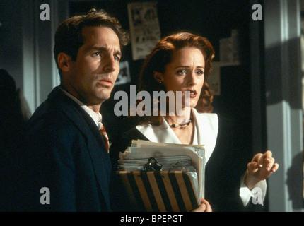 BRIAN BENBEN & MARY STUART MASTERSON RADIOLAND MURDERS (1994) - Stock Photo