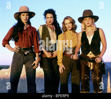 MADELEINE STOWE ANDIE MACDOWELL MARY STUART MASTERSON & DREW BARRYMORE BAD GIRLS (1994) - Stock Photo