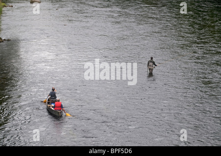 Canoes and Salmon fishing on the River Spey at Grantown on Spey SCO 6434 - Stock Photo