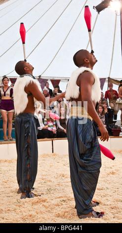 Jugglers Bichu and Bibi Tesfarmarium performing at Gifford's Circus - Stock Photo