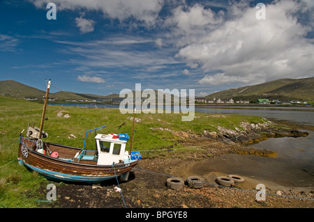 Fishin boat at Low tide at Leverburgh, South Harris, Western Isles, Outer Hebrides. Scotland.  SCO 6485 - Stock Photo