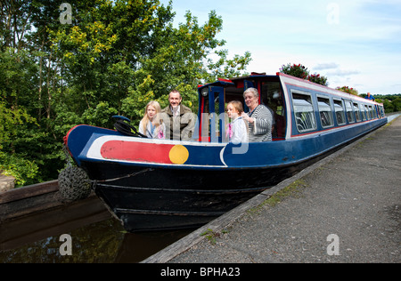 A barge crosses the Pontcysyllte Aqueduct on the Llangollen Canal over the River Dee in Denbighshire, North Wales - Stock Photo