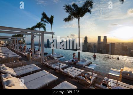 Sands Skypark Infinity Swimming Pool On The 57th Floor Of Marina Bay Stock Photo 49052804 Alamy