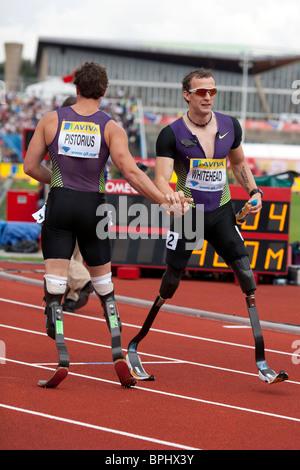 Richard WHITEHEAD & Oscar PISTORIUS breaking the 400m world record at Aviva London Grand Prix, Crystal Palace, London. - Stock Photo