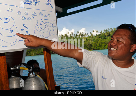 Dive guide giving a briefing prior to a dive, Bunaken Marine Park, Manado, Sulawesi, Indonesia. - Stock Photo