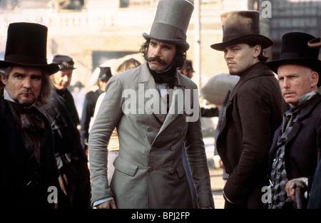 DANIEL DAY-LEWIS LEONARDO DICAPRIO & GARY LEWIS GANGS OF NEW YORK (2002) - Stock Photo
