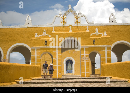 The San Antonio de Padua convent in Izamal village on Mexico's Yucatan peninsula, June 26, 2009. - Stock Photo