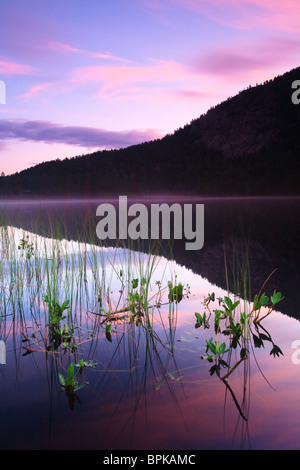 The lake Andersnattjern and the mountain Andersnatten at daybreak, in Eggedal, Norway. - Stock Photo
