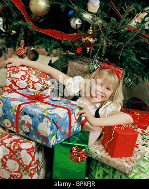 JULIE ANDREWS & SOFIA VASSILIEVA ELOISE AT CHRISTMASTIME (2003 ...