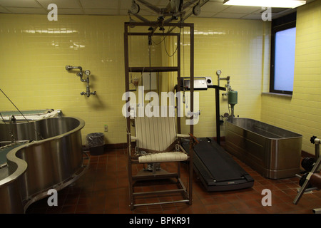 A therapy room at the Glore Psychiatric Museum in St. Joseph, Missouri. - Stock Photo