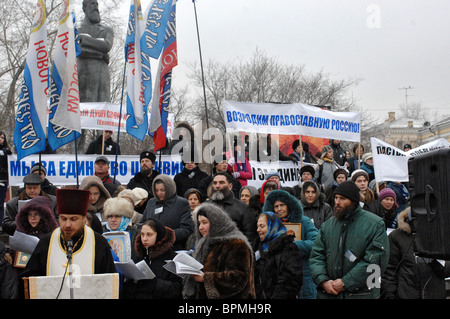 In Moscow, Orthodox activists crushed an exhibition of sculptures 08/14/2015 35