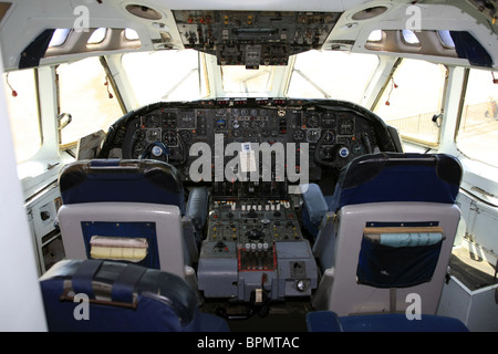 The flight-deck or cockpit of a Vickers VC10 Jet Airliner - Stock Photo
