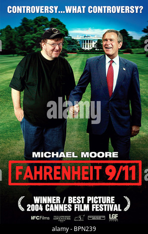 MICHAEL MOORE & GEORGE W. BUSH FAHRENHEIT 9/11; FAHRENHEIT 911 (2004) - Stock Photo