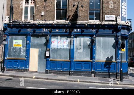 The closed Hand & Racquet pub - Stock Photo