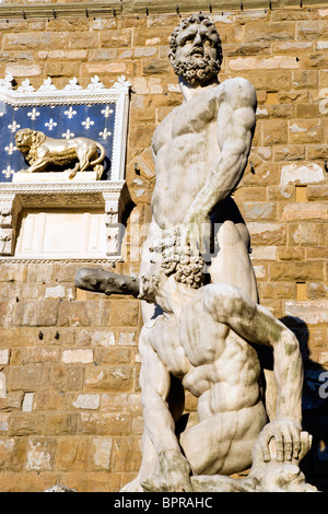 ITALY Tuscany Florence The 1533 statue of Hercules and Cacus by Bandinelli outside Palazzo Vecchio in the Piazza - Stock Photo