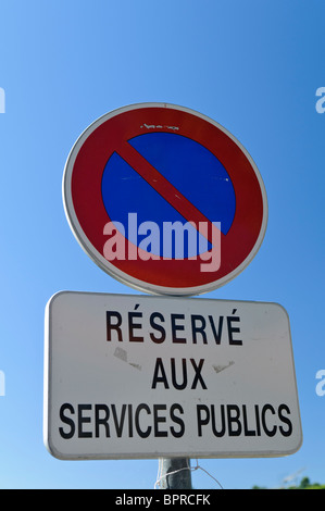 No parking sign in French 'Réservé aux services publics' (reserved for public service vehicles) - Stock Photo