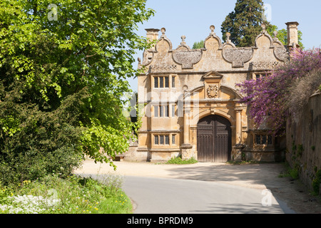 The Jacobean Cotswold stone gatehouse to Stanway House, Stanway, Gloucestershire - Stock Photo