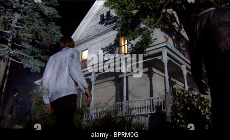 ZOMBIES APPROACH FARMHOUSE NIGHT OF THE LIVING DEAD 3D (2006) - Stock Photo