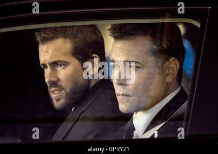 RYAN REYNOLDS & RAY LIOTTA SMOKIN' ACES; SMOKING ACES (2006) - Stock Photo